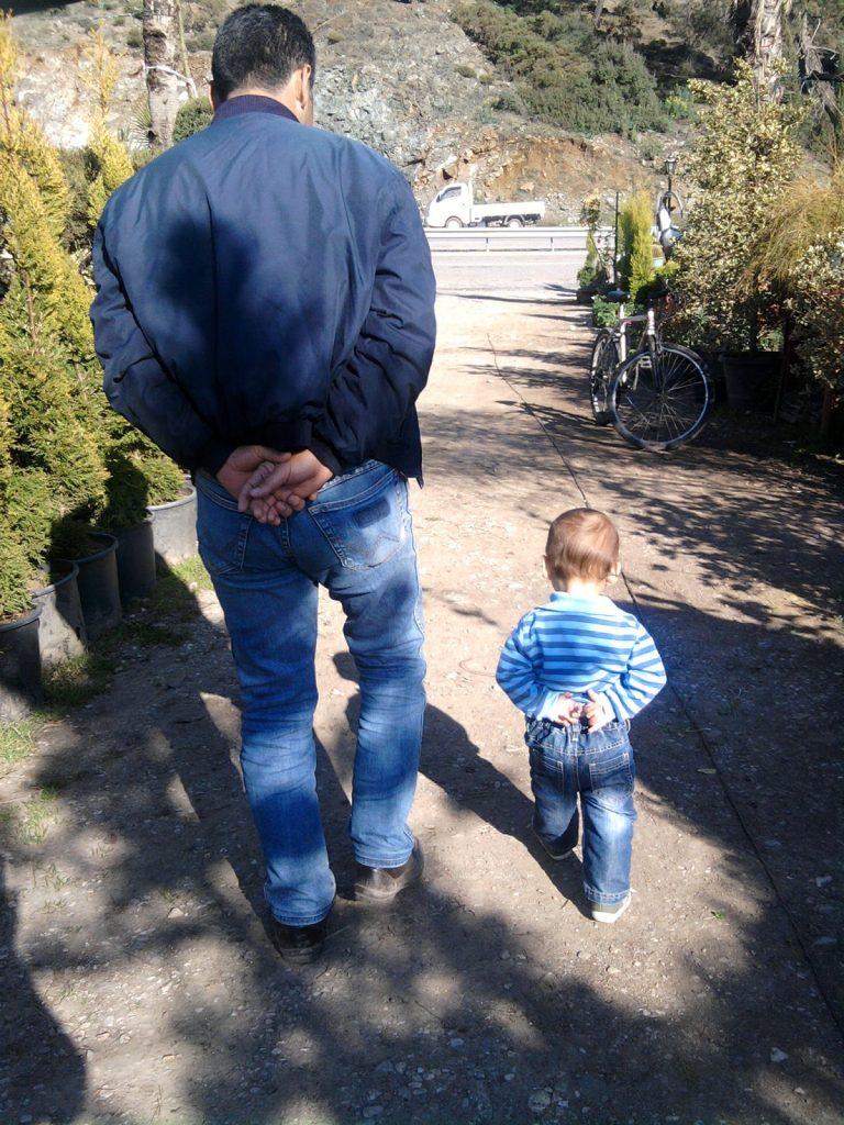Çocuklar taklit eder, çocuklara alışkanlık kazandırma, davranış kazandırma